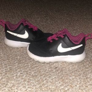 Little girl Nike's
